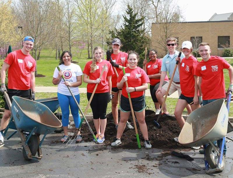 blog Image University of Southern Indiana Students Participate in Campus Spruce-Up